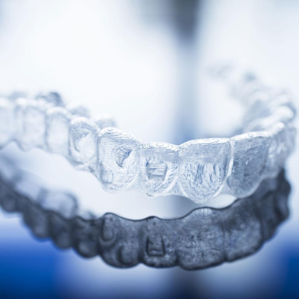 Invisible-dental-teeth-brackets